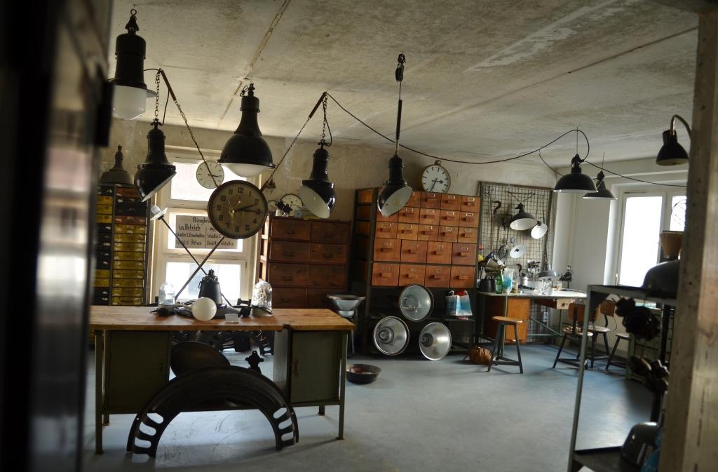 urban industrial berlin extra prima good. Black Bedroom Furniture Sets. Home Design Ideas
